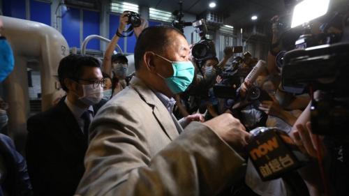 Hong Kong : le patron de presse Jimmy Lai, figure des pro-démocratie, a été libéré