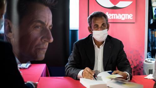 """Avec """"Le temps des tempêtes"""", Nicolas Sarkozy détrône les best-sellers de l'été de Joël Dicker et Guillaume Musso"""