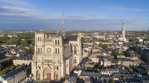 La cathédrale d'Amiens, splendeur de l'architecture gothique, fête ses 800 ans