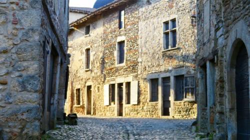 Un été en France. Le village médiéval de Pérouges dans l'Ain