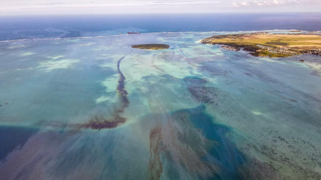 La marée noire à l'île Maurice est une menace à long terme pour le corail et les mangroves