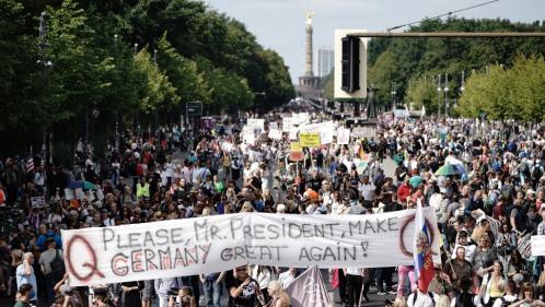 Coronavirus : la police interrompt la manifestation anti-masques à Berlin