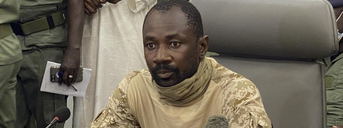 Le chef de la junte malienne, le colonel Assimi Goïta, le 19 août 2020 à Bamako. En attendant la future transition, les putschistes le considèrent comme chef de l\'Etat.