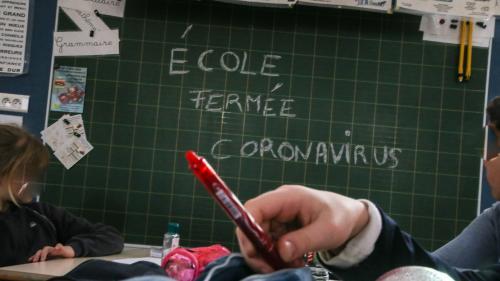 """""""On a très peur que notre école ferme aussi"""" : l'inquiétude des familles de Saint-Didier-au-Mont-d'Or, près de Lyon, où une institutrice a contracté le Covid-19"""