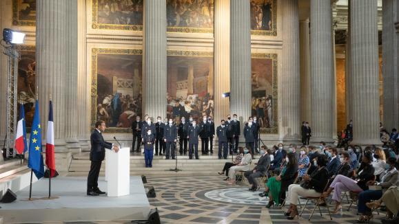 Cérémonie au Panthéon, vendredi 4 septembre 2020, des 150 ans de la proclamation de la IIIe République en présence du président Emmanuel Macron qui a remis les papiers de naturalisation française à cinq citoyens.