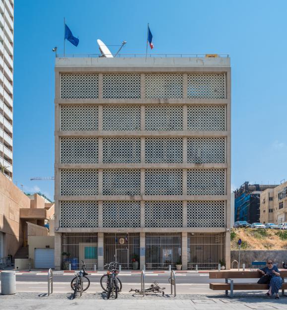 L\'entrée de l'ambassade de France en Israël, située à Tel-Aviv, le 16 avril 2017.