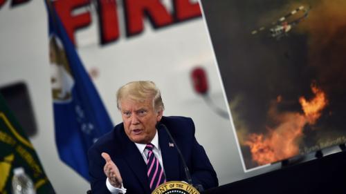 """VIDEO. Etats-Unis : """"Ca finira par se refroidir"""", lance Donald Trump en Californie, ravagée par des incendies meurtriers, à propos du réchauffement climatique"""