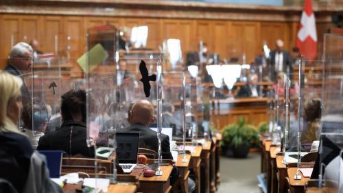 Covid-19 : le Parlement suisse reprend du service avec des mesures sanitaires très strictes