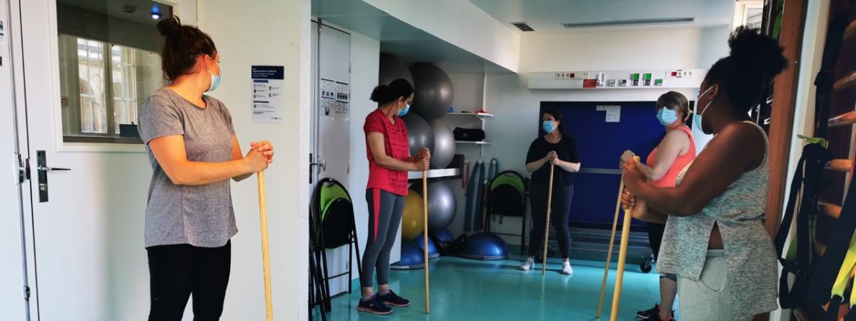 Une séance de sport avec les anciens malades du Covid-19 pour retrouver la forme physique et mentale, à l'Hôtel-Dieu à Paris début septembre.