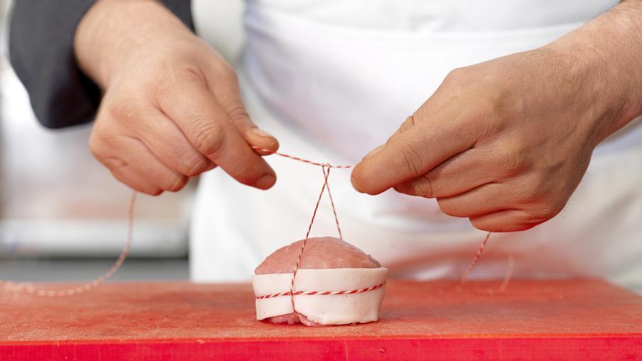 """L'art de la découpe """"à la française"""" en boucherie bientôt classée au patrimoine de l'Unesco ?"""