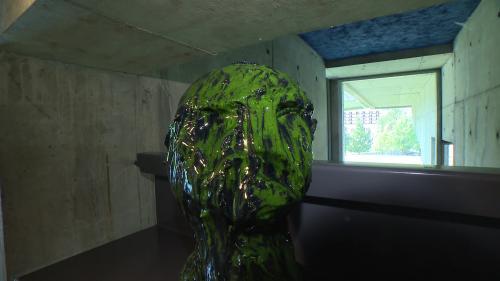 """""""Pas de deux"""", l'exposition qui mêle béton et céramique, à l'église Saint-Pierre de l'architecte Le Corbusier"""