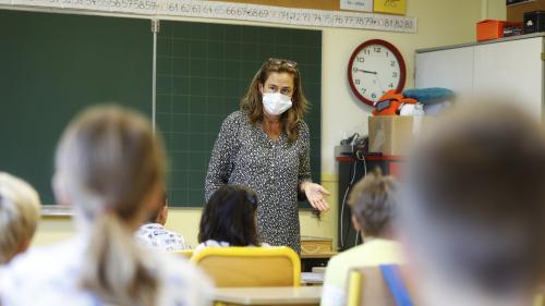 """Allègement du protocole sanitaire à l\'école : \""""On est dans un exemple parfait de pensée magique de la part du gouvernement\"""", dénonce un médecin généraliste"""