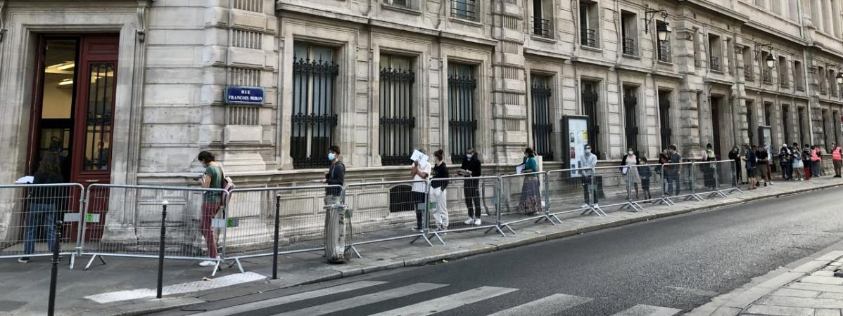 Un centre de dépistage du Covid-19 pour les personnes prioritaires a ouvert lundi 21 septembre dans le 4e arrondissement de Paris.