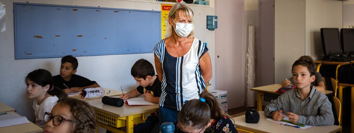 Une enseignante fait classe, le 1er septembre 2020 à Nice (Alpes-Maritimes).