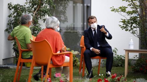 """VIDEO. """"Nous ne vaincrons pas le virus en isolant nos concitoyens"""", déclare Emmanuel Macron dans un Ehpad"""