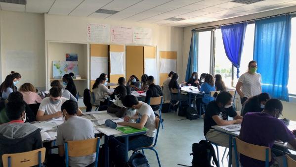 """""""On est réveillé et on travaille"""" : la classe inversée, une méthode pédagogique avantageuse en période de crise sanitaire"""