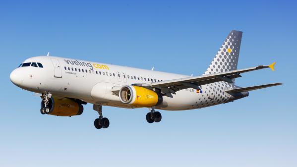 La compagnie aérienne espagnole à bas coûts Vueling investit dans les vols intérieurs en France.