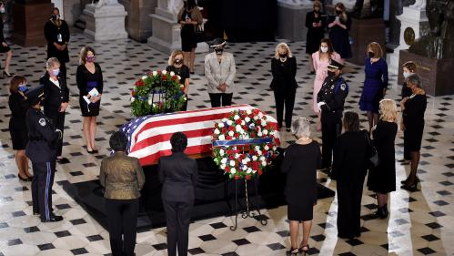 VIDEO. Etats-Unis : le coach de la juge Ruth Bader Ginsburg lui rend un dernier hommage avec une série de pompes