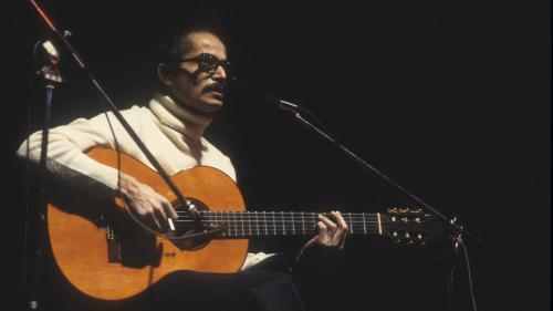 """Image de couverture - """"Mon père dormait avec sa guitare"""" : le fils de Baden Powell raconte le mythique musicien brésilien disparu il y a vingt ans"""