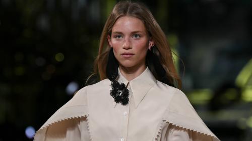 Image de couverture - La Paris Fashion Week printemps-été 2021 reprend avec prudence les défilés en public, Covid-19 oblige