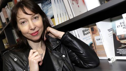 """Image de couverture - """"J'avais envie de jouer avec les mots"""" : la chanteuse Jeanne Cherhal sort un livre avant de repartir en tournée"""