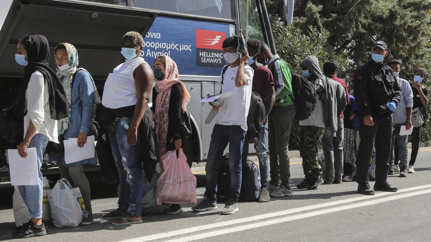 Grèce : 700 migrants de l'île de Lesbos transférés vers le continent