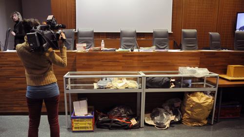 """Éric Dupond-Moretti veut une justice """"totalement"""" filmée et diffusée : une """"fausse bonne idée"""" estime la secrétaire nationale du Syndicat de la magistrature"""