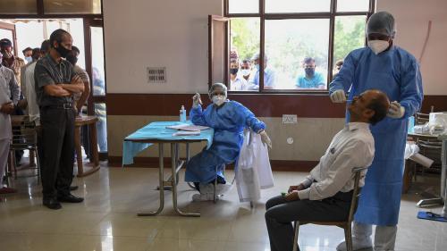 L'OMS veut 120 millions de tests antigéniques pour les pays démunis