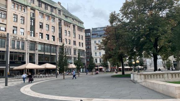 Budapest's Vörösmarty Square has lost its tourists