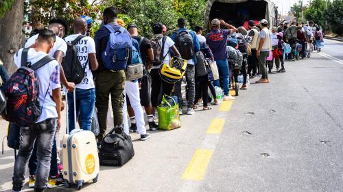 Grèce : après des intempéries à Lesbos, des migrants évacués du nouveau camp