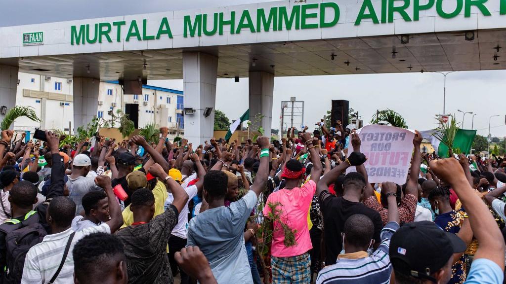 Nigeria : une manifestation dispersée par des tirs après l'instauration d'un couvre-feu de 24heures à Lagos