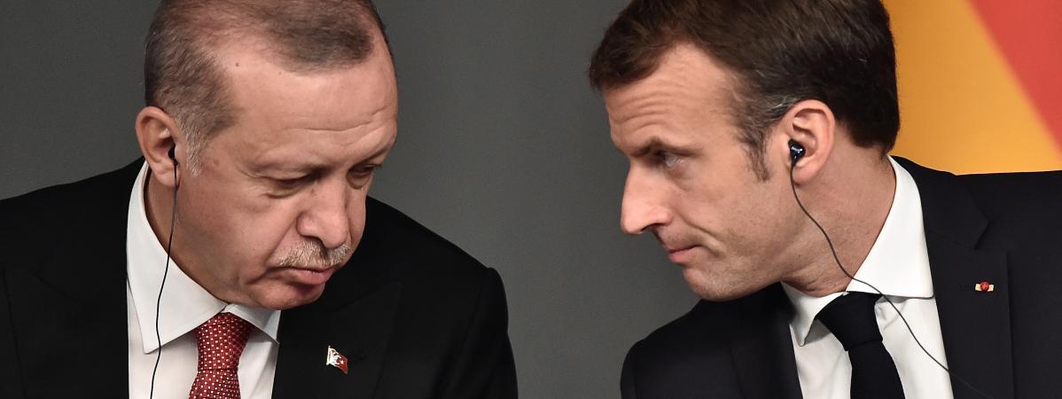 Recep Tayyip Erdogan et Emmanuel Macron participent à une conférence dans le cadre d\'un sommet appelé à tenter de trouver une solution politique durable à la guerre civile en Syrie, à Istanbul, le 27 octobre 2018.
