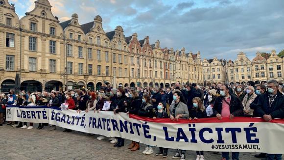 Plus de 500 personnes ont participé à l'hommage national à Samuel Patyle 21 octobre à Arras (Nord).