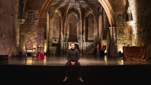 """Image de couverture - """"Des masques et pas de contact, le théâtre est la seule respiration vitale"""" : le metteur en scène Julien Gelas se félicite de la Semaine d'art en Avignon"""