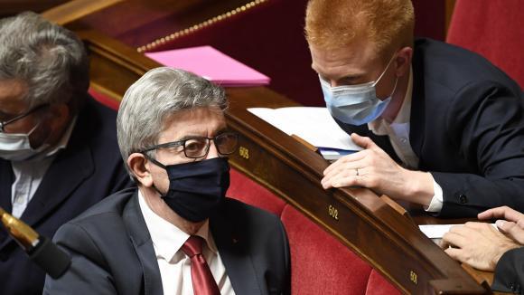 Jean-Luc Mélenchon à l'Assemblée nationale à Paris le 13 octobre 2020, avec le député La France insoumise du Nord Adrien Quatennens
