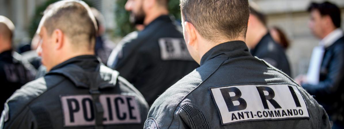 Deux agents de la Brigade de recherche et d\'intervention (BRI) le 19 Avril 2016 à Paris.