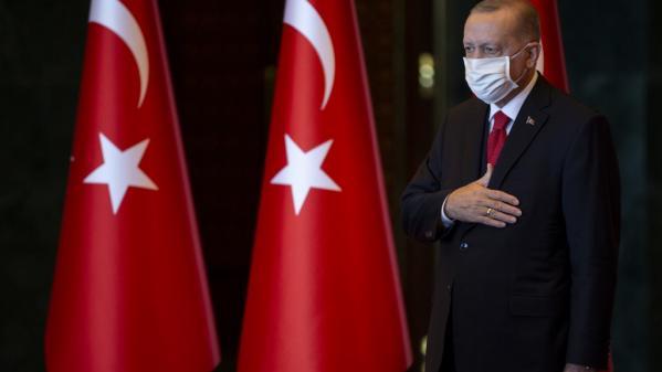 Avec les déclarations fracassantes du président Erdoğan depuis la prise de position d'Emmanuel Macron sur les caricatures de Mahomet, le sentiment anti-français semble grandir en Turquie. Des propos et des appels au boycott que les envoyés spéciaux de France Télévisions à Istanbul ont confrontés à la réalité du quotidien.
