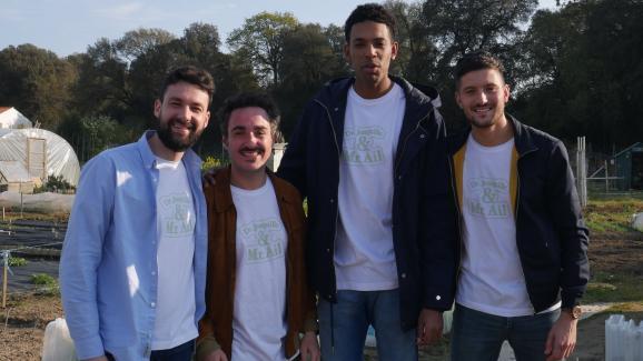 Hugo, Gaël, Daniel et Théo, les 4 créateurs du jeu et de l\'entreprise Dr. Jonquille et Mr. Ail.
