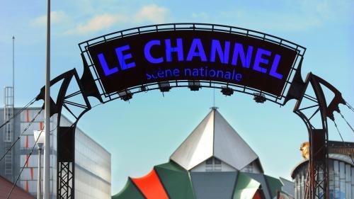 Emmanuel Macron a indiqué que les salles de spectacle, cinémas et théâtres vont pouvoir rouvrir le 15 décembre, à la fin de la période de confinement. Une annonce qui était attendue par les professionnels du secteur. Néanmoins le directeur du Channel à Calais pense que le mois de décembre sera aussi perdu pour ce théâtre labelisé Scène nationale.