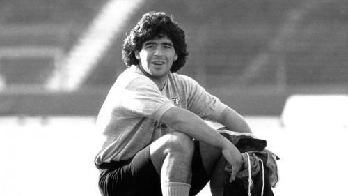 VIDEO. Mort de Diego Maradona: des sommets du football à la drogue, la vie dissolue et chaotique du