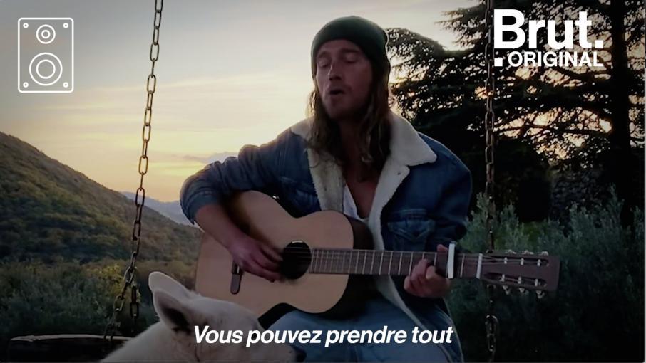 """VIDEO. Julien Doré partage son titre acoustique """"Nous"""""""