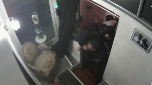 Passage à tabac d'un producteur parisien: les policiers impliqués pourraient être révoqués