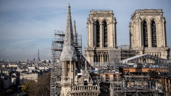 La reconstruction de la cathédrale Notre-Dame de Paris est toujours en cours (24 novembre 2020).