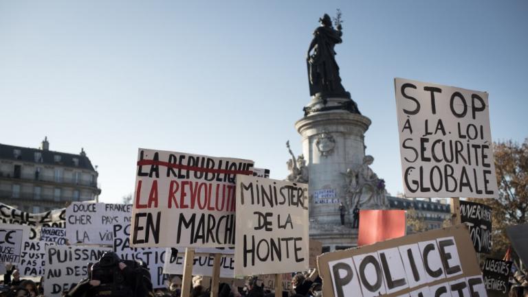 """Manifestation contre la proposition de loi sur la \""""sécurité globale\"""", place de la République à Paris, le 28 novembre 2020."""