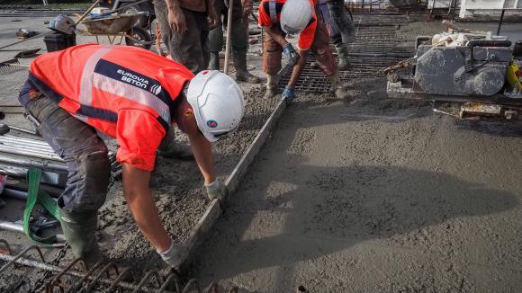 Des ouvriers travaillent sur un chantier de l\'autoroute A85 à Langeais (Indre-et-Loire). Photo d\'illustration.
