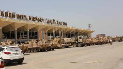Yémen : des explosions lors de l'arrivée du nouveau gouvernement d'union à l'aéroport d'Aden