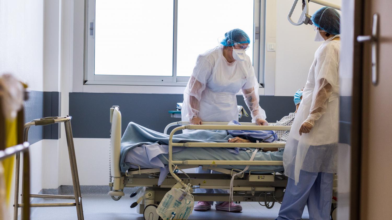 Covid-19 : baisse du nombre de cas, l'épidémie en légère régression - Franceinfo