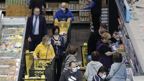 Covid-19 : au Liban, ruée sur les magasins d'alimentation avant un reconfinement strict