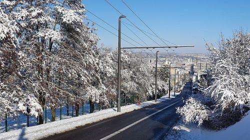 Lorraine : pourquoi les chutes de neige perturbent-elles autant les transports publics ?