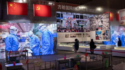 """Covid-19 : un an après, malgré un retour """"à peu près à la normale"""", les habitants de Wuhan restent marqués par l'épidémie"""